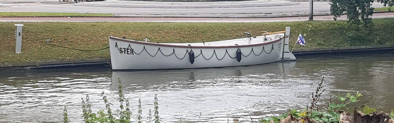 Lekker eten en drinken op de boot van STEK Leeuwarden